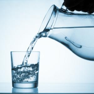 Indtag af rent vand hjælper kroppen med at afgifte